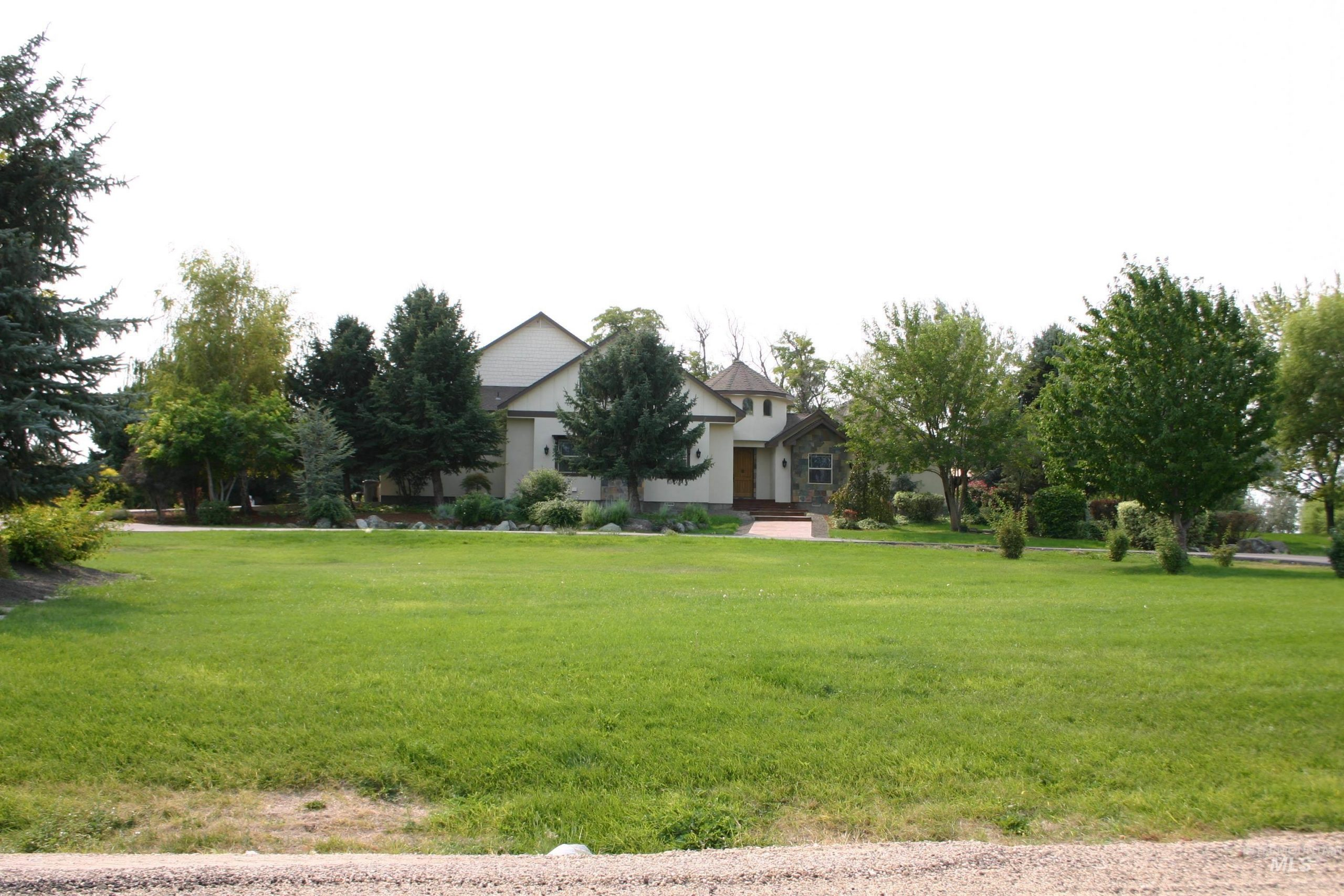 3BR/2BA on .65 Acres with beautiful mature trees and waterfront access to Indian Creek!